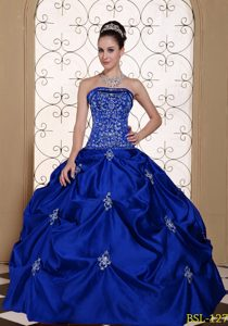 High Quality Embroidery Strapless Dresses for a Quinceanera with Pick-ups