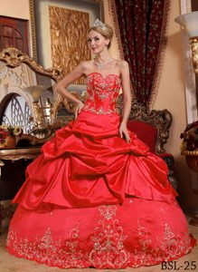 Red Sweetheart Embroidery Quinceanera Formal Dress with Beading