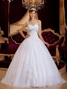 White Princess Sweetheart Quinceanera Dress with Appliques Made