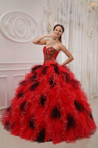 Red and Black Sweetheart Organza Quinceanera Dress with Ruffled Layers