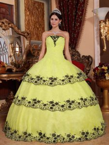 Latest Yellow Strapless Organza Quinceanera Dress with Lace and Appliques