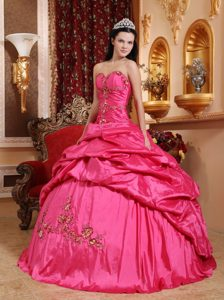 Hot Pink Ball Gown Sweetheart Appliqued Quinceanera Dress Made in Taffeta