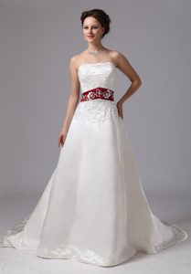 2013 Embroidery Dress for Brides in Wine Red and White with Clasp Handle
