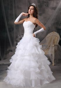 Fashionable Fitted Princess Sweetheart Bridal Gown in Organza with Ruffles
