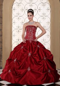 Magnificent Strapless Lace-up Wine Red Wedding Dresses with Embroidery