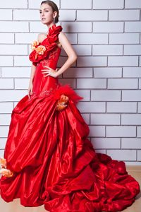 Luxurious One Shoulder Brush Train Red Wedding Gown with Flowers
