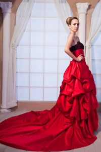 Wonderful A-line Chapel Train Wedding Bridal Gown in Red and Black