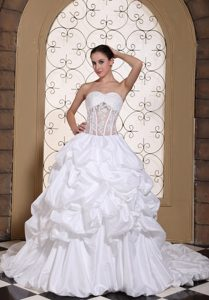 Romantic Sweetheart Lace-up Summer Wedding Gown with Pick-ups