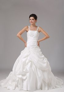 Clearance Straps Outdoor Wedding Dress with Appliques and Pick-ups in