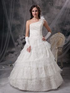 One Shoulder Dresses for Wedding with Ruffles and Layers in Lace and Taffeta