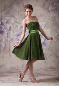 Charming Olive Green Ruched Chiffon Short Bridesmaid Dresses with Sash