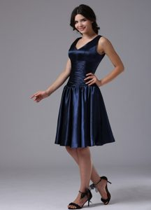 Sweet Ruched V-neck Navy Blue Dresses for Bridesmaid with Zipper-up Back