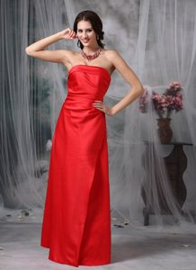 Strapless Satin Fashionable Red Long Bridemaid Dress for Church Wedding