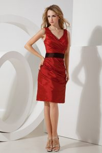 Popular Red V-neck Bridemaid Dress for Church Wedding with Sash