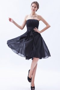 Sexy Brown A-line Strapless Knee-length Chiffon Bridesmaid Dress with Bow