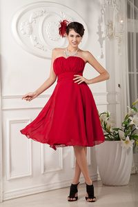 Red A-line Sweetheart Knee-length Chiffon Bridesmaid Dress with Ruching