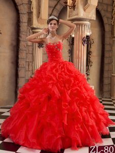 Upscale Ball Gown Sweetheart Organza Quinceaneras Dresses with Ruffles in Red