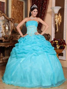 Chic Aqua Blue Strapless Ruched Dress for Quince with Pick-ups and Appliques