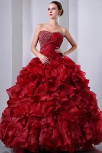 Wine Red Sweetheart Ball Gown Quinceanera Dresses with Ruffles and Beading
