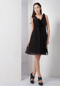 Sweet Black A-line V-neck Little Black Knee-length Chiffon Bridemaid Dress