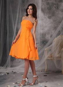 Sweet Orange Strapless Short Junior Bridesmaid Dress with Handmade Flower