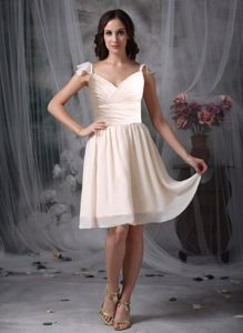 Knee-length Off White Empire V-neck Chiffon Ruched Bridesmaid Dresses
