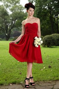 Red Empire Sweetheart Knee-length Chiffon Bridesmaid Dresses with Ruching