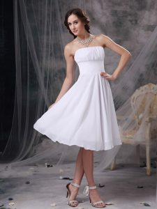 New Style Strapless Knee-length White Maid of Honor Dresses with Ruches