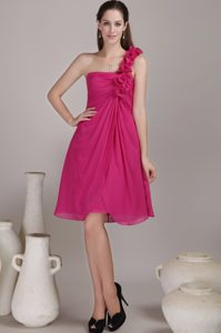 One Shoulder Hot Pink Bridesmaid Dresses for Wedding with Handle Flowers