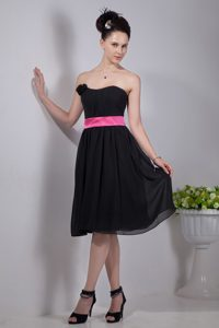 Black Strapless Knee-length Maid of Honor Dresses with Pink Sash