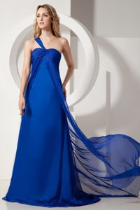 Glitz Ruching Royal Blue Dresses for Bridesmaid with One Shoulder