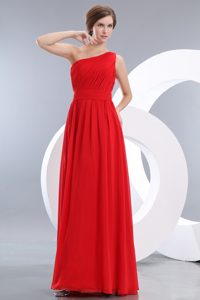 Beauty Red Empire One Shoulder Bridesmaid Dress with Ruches in Floor-length
