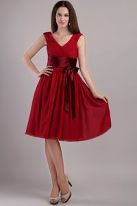 Sweet Chiffon V-neck Knee-length Maid of Honor Dress in Wine Red with Sash
