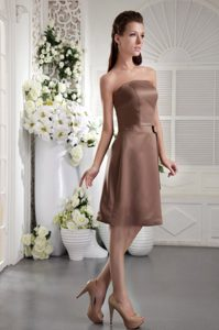 Brown Strapless Satin Mother of The Bride Dress with Bowknot in Knee-length