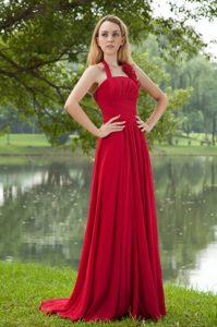 Halter-top Brush Train Chiffon Junior Bridesmaid Dresses with Ruffles in Red