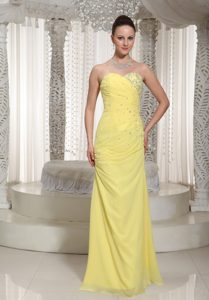 Sweetheart Long Chiffon Prom Dress for Ladies with Beadings in Yellow