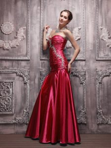 2014 Wine Red Strapless Long Beaded Prom Celebrity Dress with Ruching