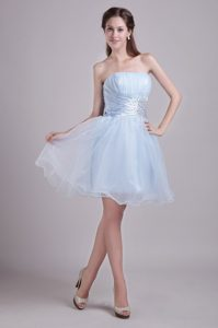 Baby Blue Ruched Strapless Knee-length Prom Dress for Slim Girl with Beading