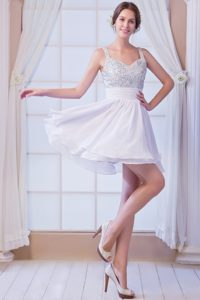 White Sleeveless A-line Gorgeous Zipper-up Prom Gown Dress with Beading