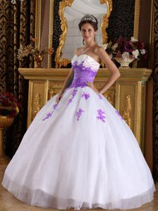White and Purple Sweetheart Appliques Decorated Organza Quinceanera Dress
