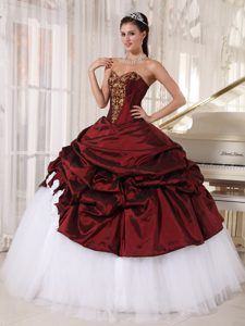 Flowers Appliques Pick Ups Dress for Quinceaneras in Burgundy and White