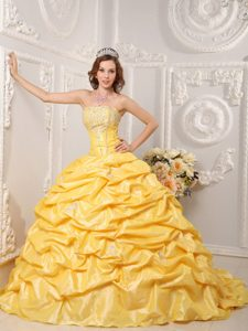 Appliques Yellow Strapless Pick Ups Quinceanera Dresses with Court Train