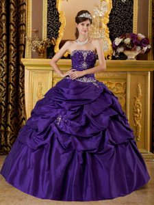 Informal Purple Ball Gown Strapless Quinceanera Dresses in with Appliques