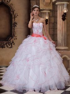 Flirty White Strapless Embroidery Quinceaneras Dresses to Long in Organza