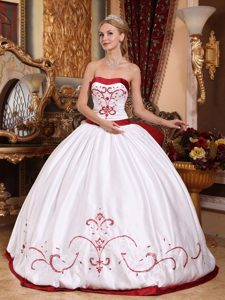 Important White Ball Gown Strapless Quinces Dresses with Lace-up Back