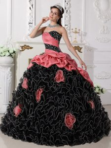 Dashing Red and Black Sweetheart Organza Quinces Dresses with Rolling Flowers