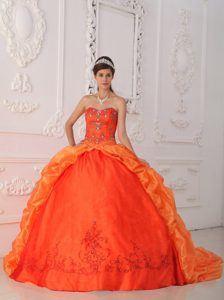 Sweetheart Orange Red Cheap Quince Dresses with Beading and Appliques