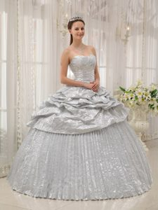 Pretty Silver Ball Gown Sweetheart Quinceanera Gown Dress with Appliques
