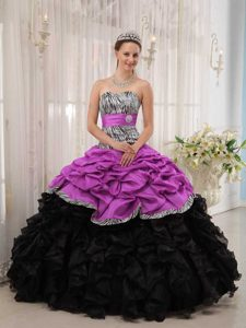 Fuchsia and Black Sweetheart Quinceaneras Dresses with Ruffles and Sash