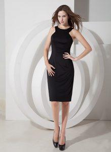 Elegant Scoop Satin Knee-length Little Black Evening Dresses for Cheap